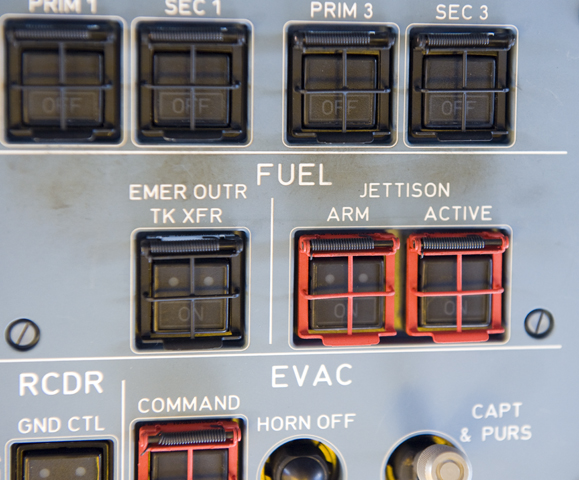 Both switches miust be pushed to activate the fuel jettison. (Photo R de Crespigny)