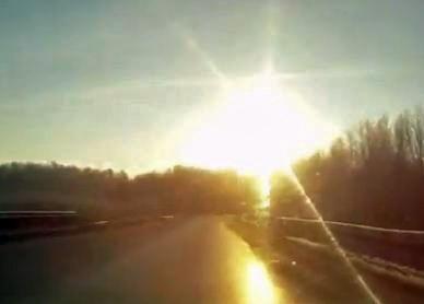 Meteorite explodes above Satka, near Chelyabinsk, Russia.(Image:  YouTube/RyanNorthover