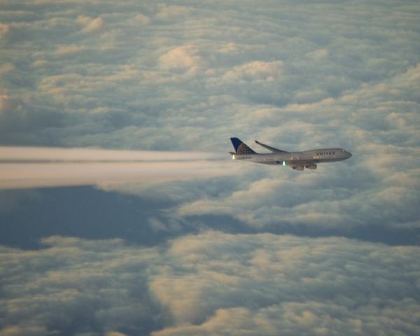 The race is on!  United 747 vs QF12 (July 2013)  (Courtesy Richard de Crespigny)