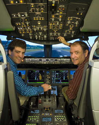 Alexander with Randy Neville (Boeing's 787 Chief Pilot in the 787 Flight Simularor in Seattle Jan 2012 (Photo Richard de Crespigny)