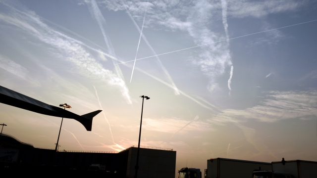 Multiple sling shots overhead London Heathrow at 6 am 22 September 2014. (Photo RDC)