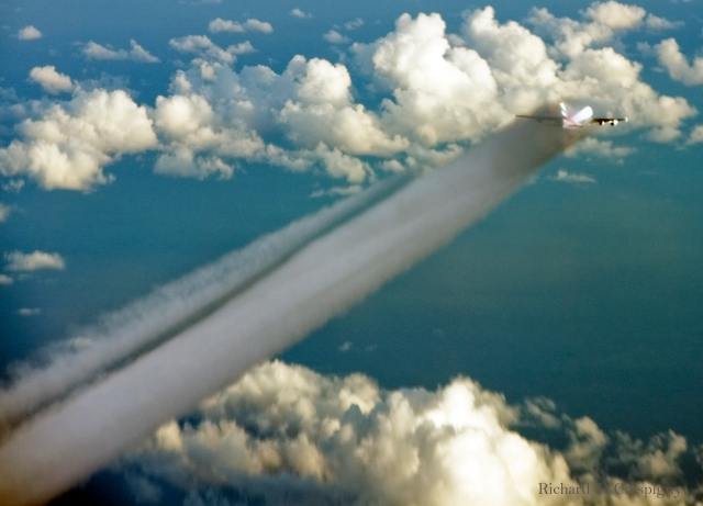 Extoplasm and contrails behind an Emirates A380 at 35,000 feet (2,000 feet below us) flying east over the Indian Ocean (Photo RDC)